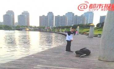Shocking: A Chinese Company punishes sales staff by making them crawl around lake
