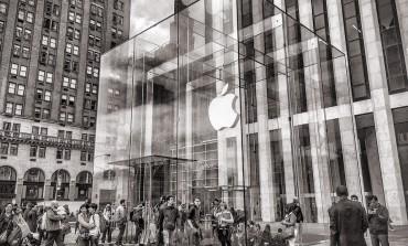 Apple Suffers Worst Slowdown in iPhone Sales Since 2013