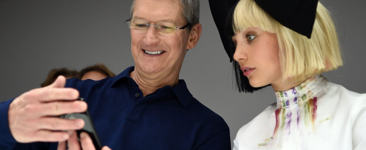 Was That An iPhone 8 That Tim Cook Was Carrying In His Pocket
