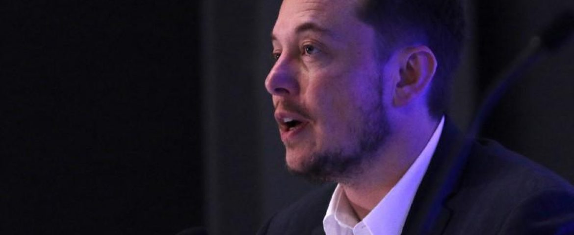 Musk's SpaceX Shrinks Mars Rocket Ship To Cut Costs