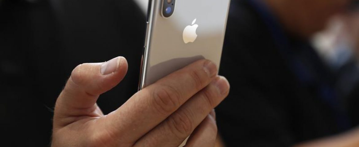 Apple Sued by iPhone Owners Over Intentional Slowing of Older iPhones