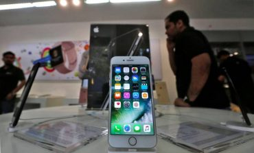 Union Budget 2018 : Smartphones to Vegetable Oils, Know What Gets Cheaper or Expensive